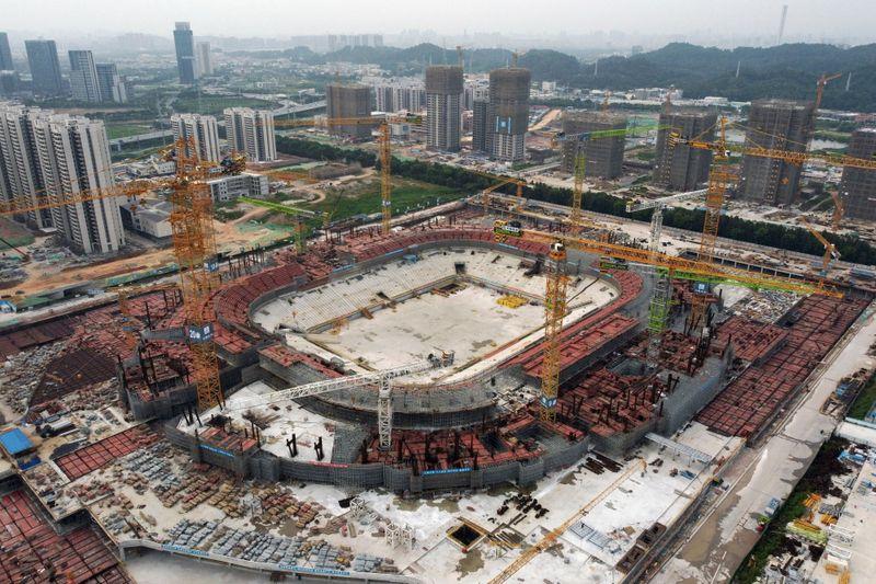 La china Evergrande dice que la construcción de un estadio avanza según lo previsto