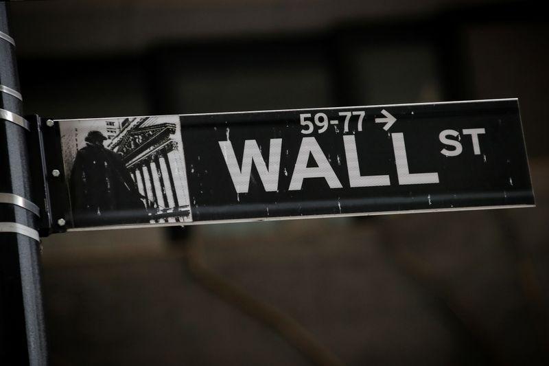 Nasdaq снижается из-за техсектора; Dow в плюсе благодаря банкам