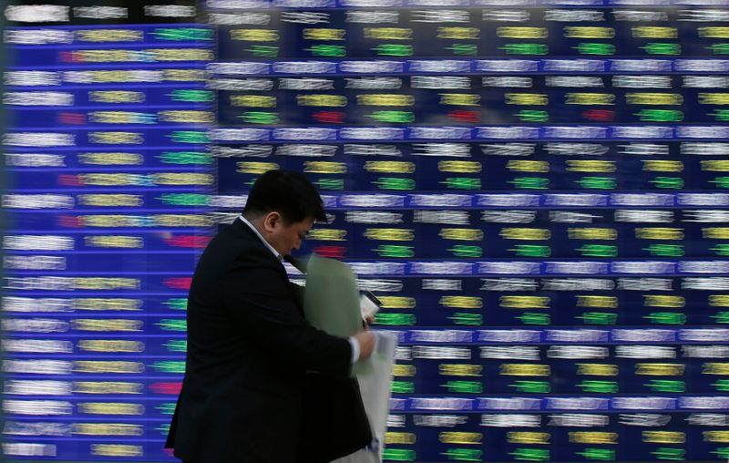 日経平均は続落スタート、半導体関連弱い 銀行株は買い優勢