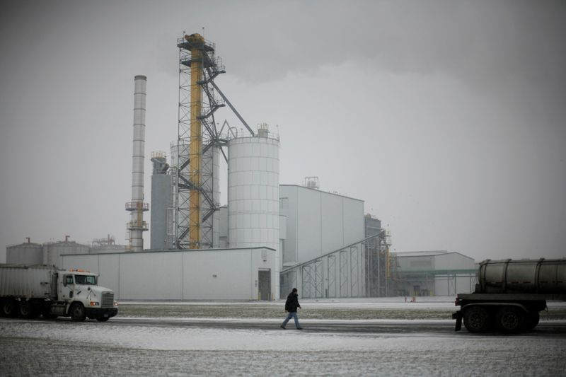 U.S. Democratic lawmakers urge Biden not to reduce biofuel mandates