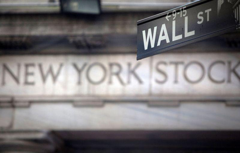 Wall Street cae con fuerza por alza de los rendimientos y preocupación por la inflación