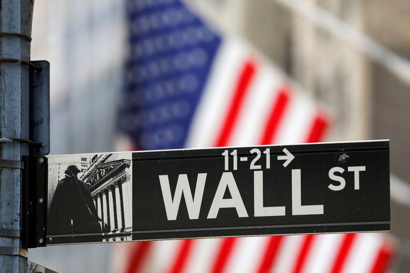 وول ستريت تنخفض بفعل ارتفاع عوائد الخزانة وتنامي مخاوف التضخم