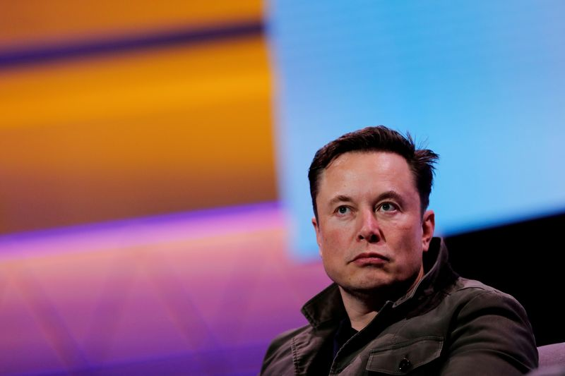 © Reuters. FILE PHOTO: SpaceX owner and Tesla CEO Elon Musk speaks during a conversation with legendary game designer Todd Howard (not pictured) at the E3 gaming convention in Los Angeles, California, U.S., June 13, 2019.  REUTERS/Mike Blake/File Photo