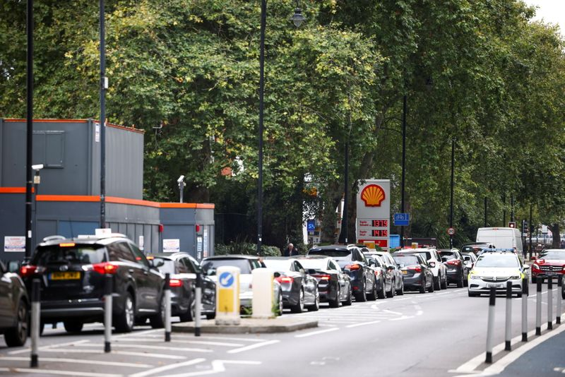 British army to start driving tankers as queues for fuel continue