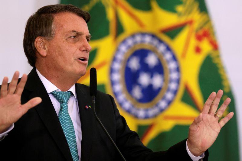 Bolsonaro ataca passaporte sanitário e defende direito de quem não quer se vacinar