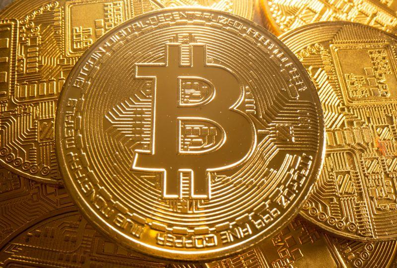 Bitcoin rises 5.2% to $43,717