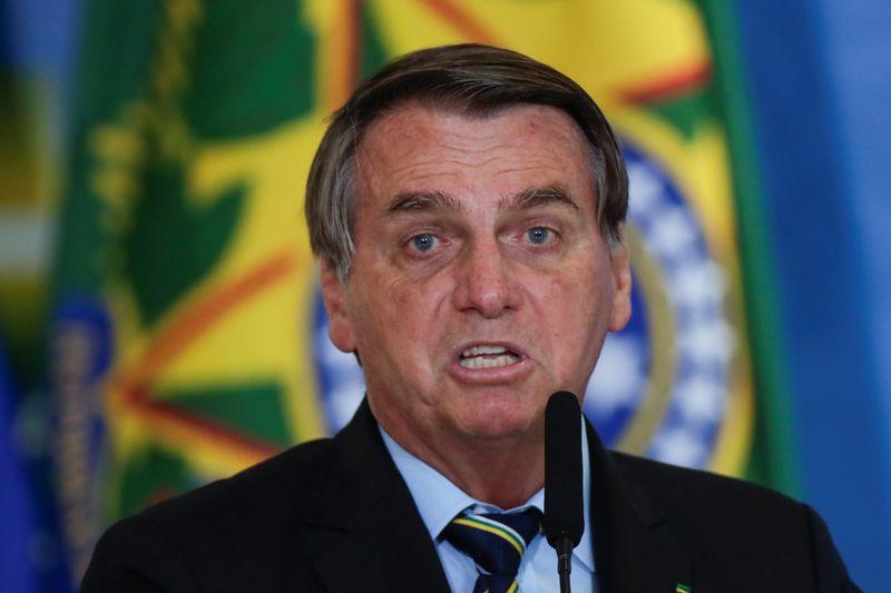 Bolsonaro ataca passaporte da Covid e diz que