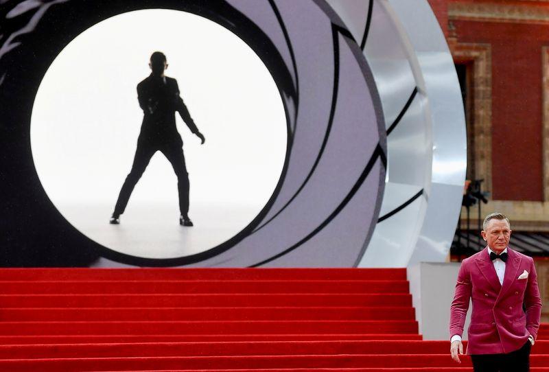 Novo filme de James Bond arrecada US$121 milhões em fim de semana de estreia