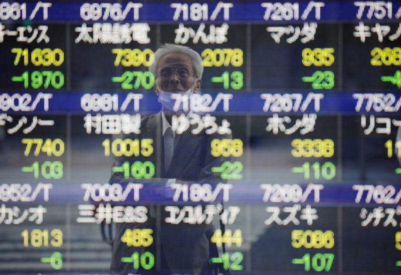 Les actions mondiales se redressent après la vente de la technologie et les gains du dollar