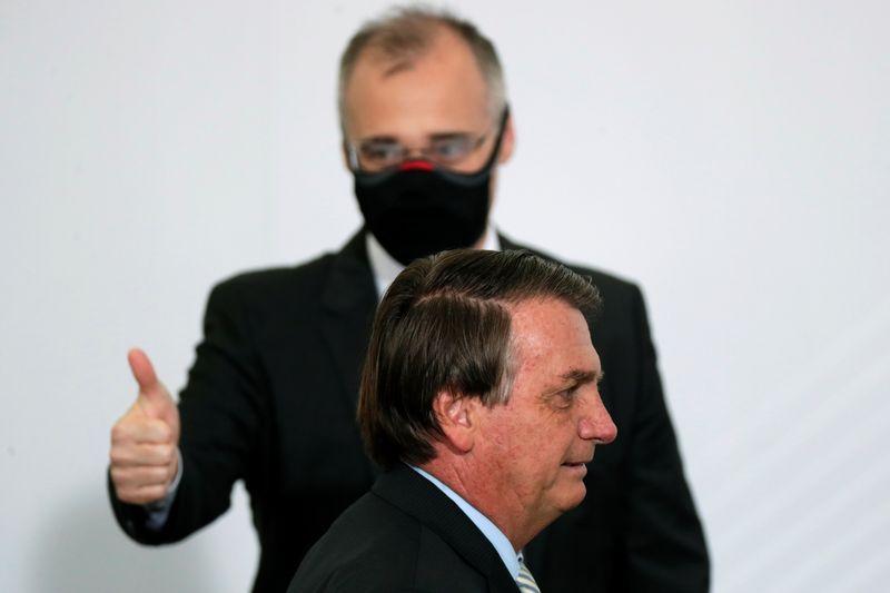 Bolsonaro diz que pediu a Mendonça encontro todo mês após posse no STF