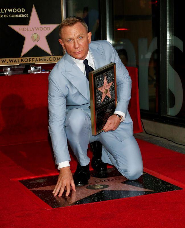Daniel Craig inaugura estrela na Calçada da Fama após dizer adeus a 007
