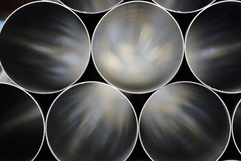 Crisis looms in Britain, steel makers warn