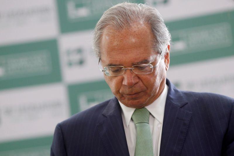 Guedes viaja aos EUA para reuniões do FMI e esclarecimento sobre offshore não ocorrerá esta semana