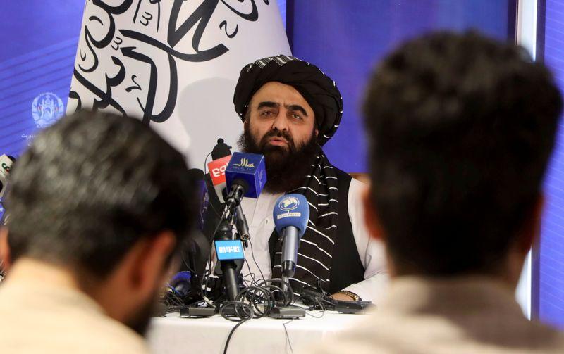 Chanceler afegão diz querer boas relações e pede mais tempo para educação feminina