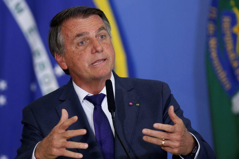 Não vim me aborrecer aqui, diz Bolsonaro ao ser questionado sobre 600 mil mortes por Covid