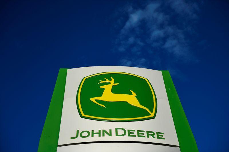 Pekerja Deere akan mogok karena UAW gagal mencapai kesepakatan