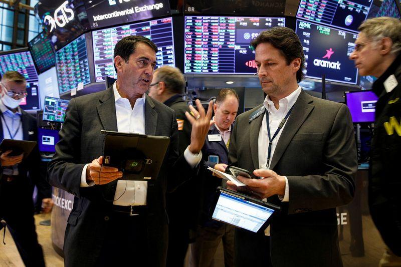 بورصة وول ستريت تغلق مرتفعة بدعم من مكاسب لأسهم النمو