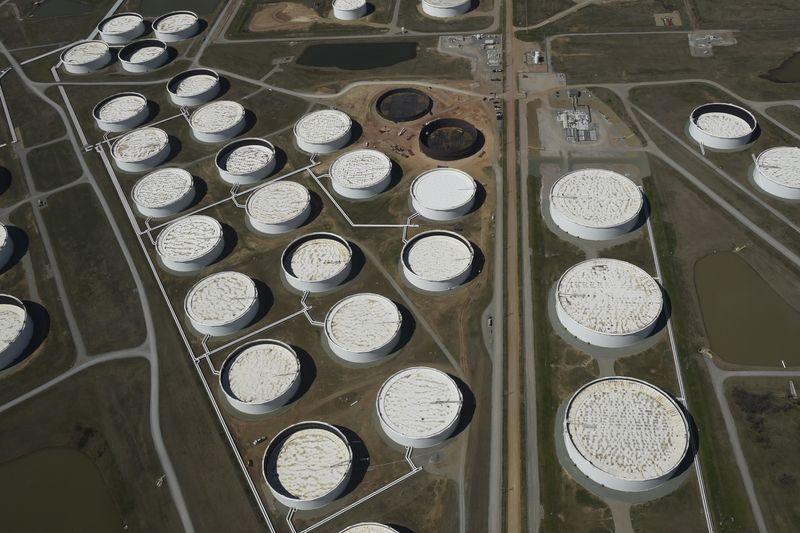 Datos de API muestran alza de inventarios de crudo en EEUU y caída en los de combustibles: fuentes