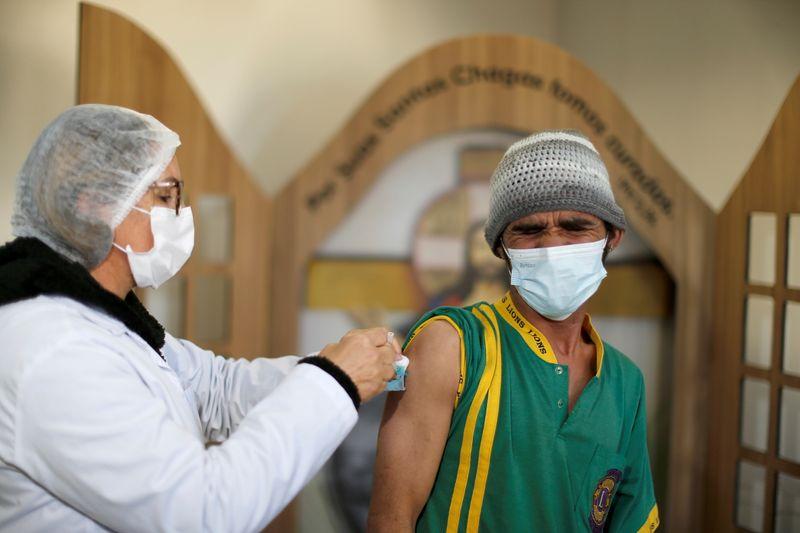 Brasil registra 7.852 casos novos e mais 176 mortes por Covid