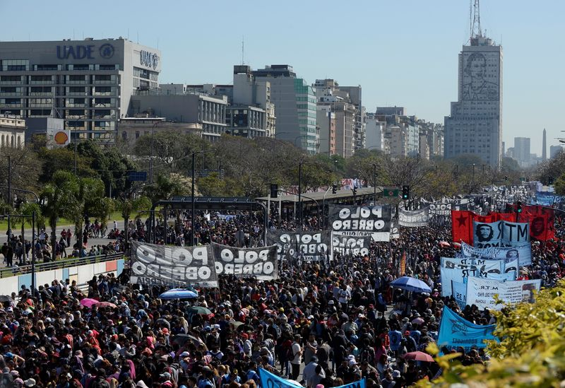 Argentine stores to freeze some food prices for 90 days