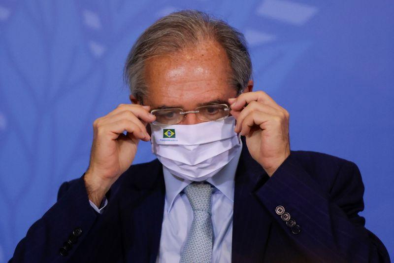 Guedes defende que governo use ações da Petrobras para distribuir recursos a vulneráveis