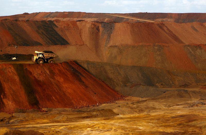 Minério de ferro amplia perdas com pessimismo sobre demanda da China