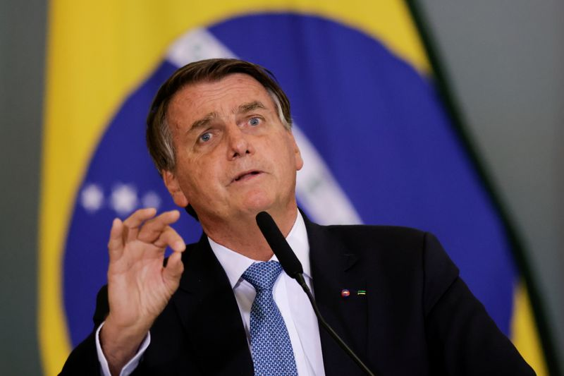 Bolsonaro diz ter vontade de privatizar a Petrobras e vai avaliar com equipe econômica