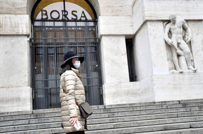 Borsa Milano consolida guadagni con Wall Street, bene banche, scivola Leonardo