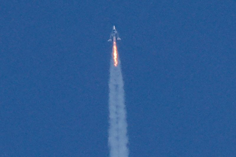 Virgin Galactic to delay commercial space travel service