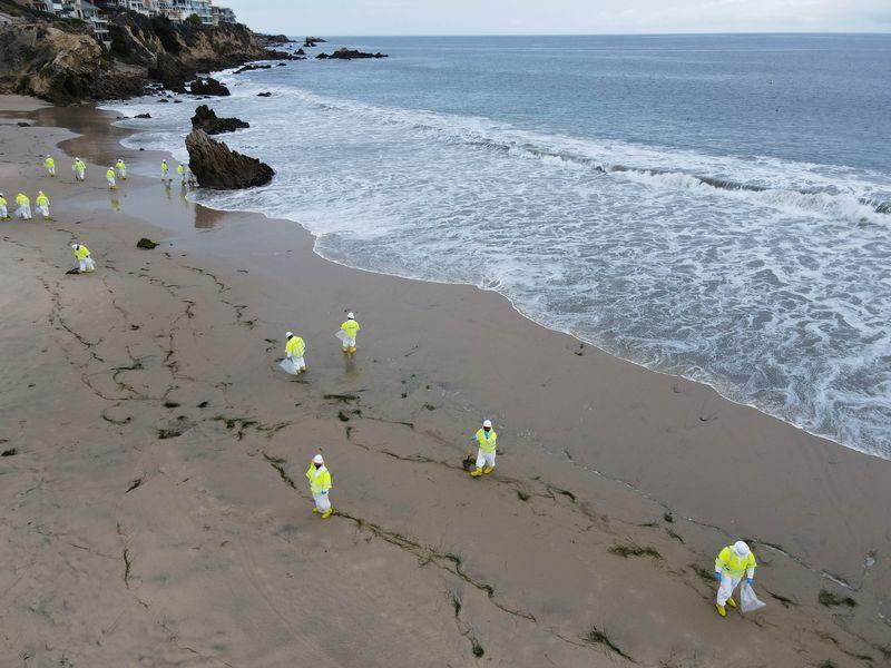 Kapal Penjaga Pantai AS terkait dengan tumpahan minyak California