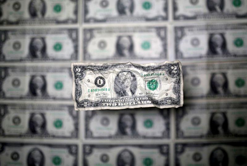Dolar goyah saat inflasi global melonjak; kiwi jumps