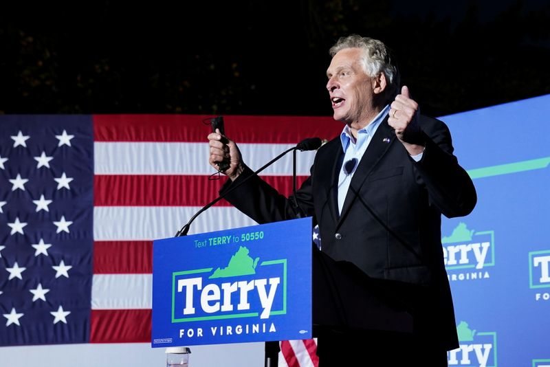 """Obama fires up Virginia crowd for governor's race he calls a U.S. """"turning point"""""""