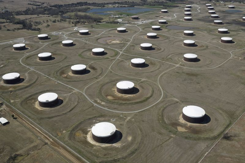 Oil prices gain 1%, boosted by U.S. economic data