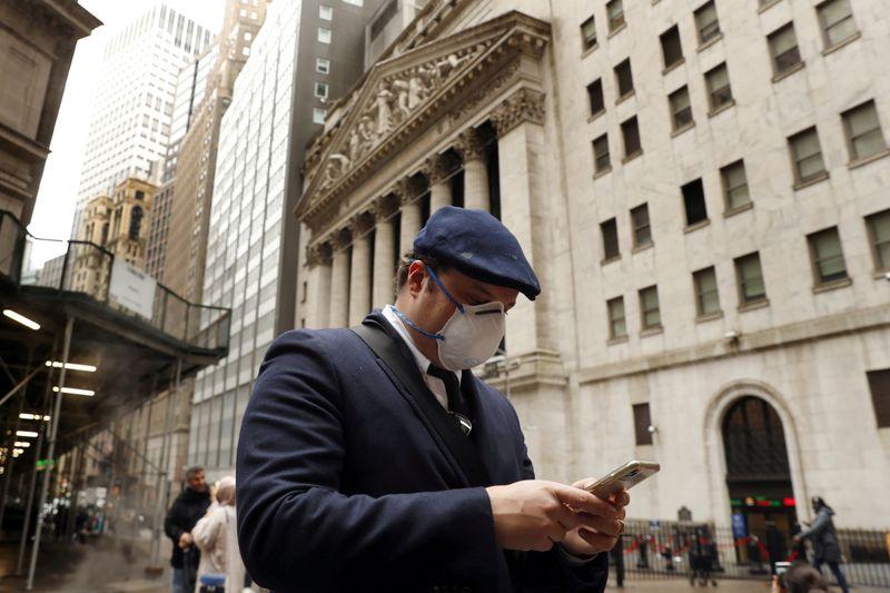 Wall Street finit en ordre dispersé après des données sur l'emploi