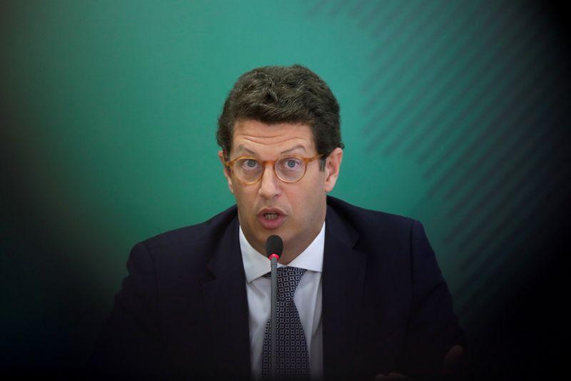 Assessor especial de Salles usa WhatsApp para pressionar fiscais do Ibama a retirar autuação