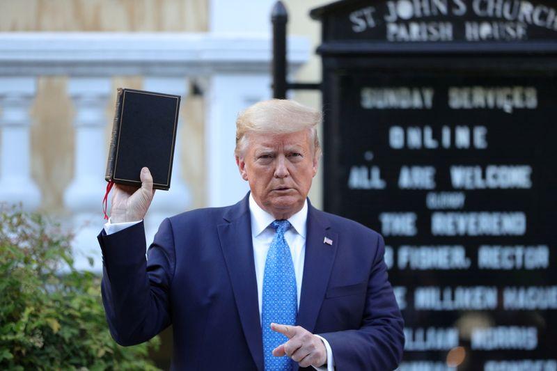 U.S. government seeks to dismiss suit against Trump, Washington Post says