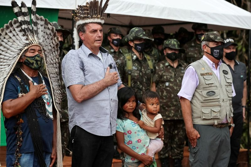 Bolsonaro promete respeitar vontade de ianomâmis sobre mineração em suas terras