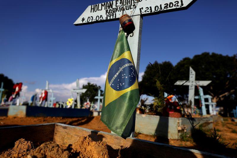 Brasil registra 874 novas mortes por Covid-19 e total atinge 461.931