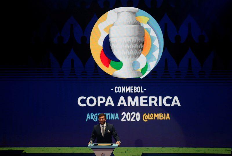 Se depender do governo, Copa América será realizada no Brasil, diz Bolsonaro