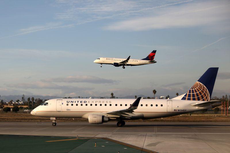 Senators criticize U.S. airlines for not eliminating voucher expiration dates