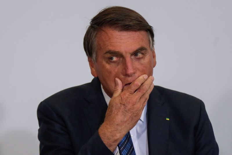 STF dá 5 dias para Bolsonaro explicar aglomerações e não uso de máscaras