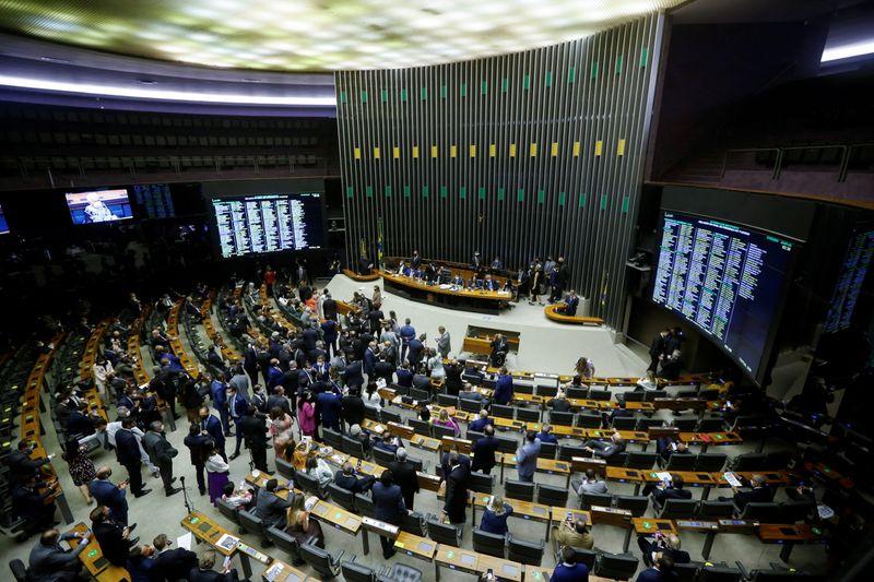 Câmara aprova texto-base de MP que aumenta tributação de bancos
