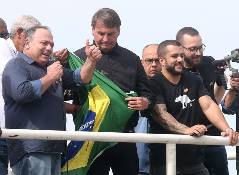Exército decide não punir Pazuello por participação em ato com Bolsonaro no Rio