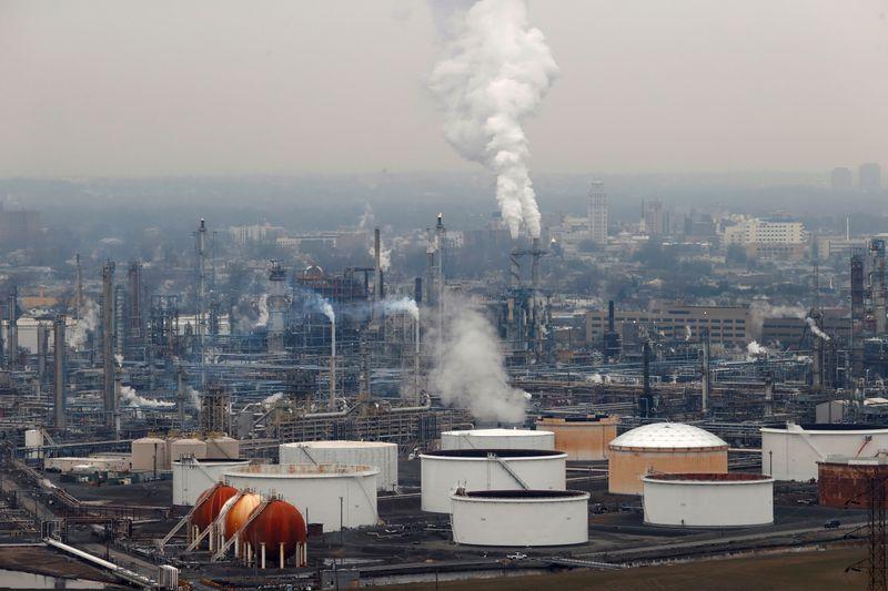तेल पीछे हटता है क्योंकि निवेशकों को इस सप्ताह ईरान परमाणु वार्ता का इंतजार