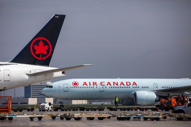 Air Canada executives to return bonuses after government aid outcry