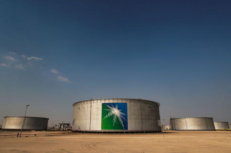وثيقة: أرامكو السعودية تفوض بنوكا لطرح أول صكوك دولارية