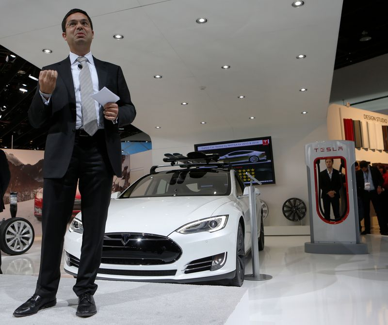 Tesla's heavy trucking unit chief leaves company
