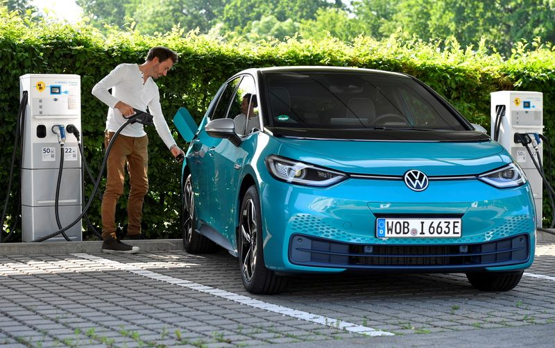 Volkswagen weighs autonomous driving from 7 euros an hour