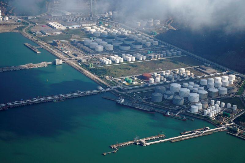 Oil steadies amid weak summer kickoff for U.S. fuel demand