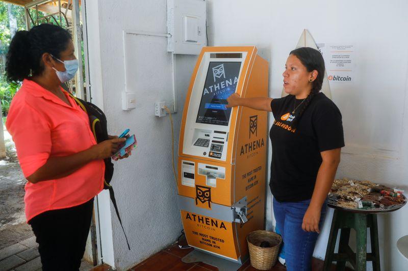 Le Salvador donne cours légal au bitcoin, une première mondiale